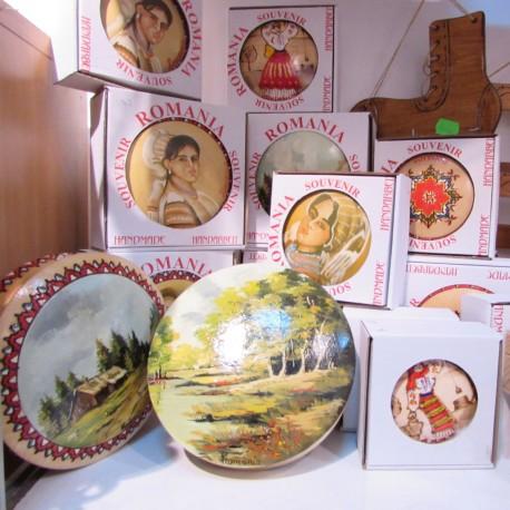 Magazin artizanat - imagini casete si farfurii
